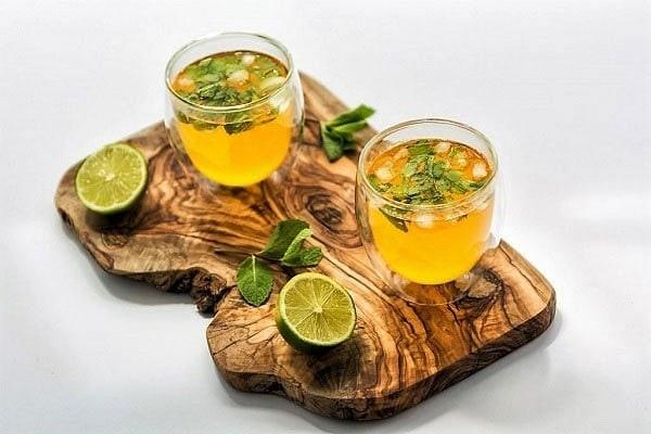 دستور طرز تهیه شربت زعفران و گلاب خانگی همراه با خواص